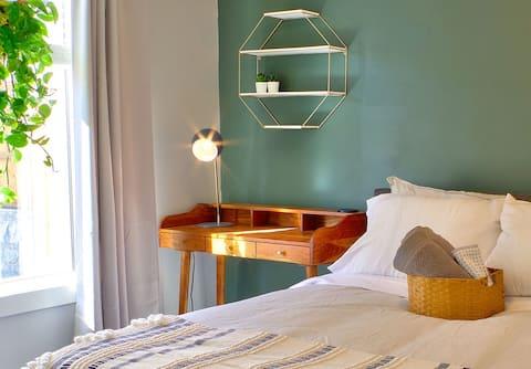Zen retreat, 2 bed cottage, free parking