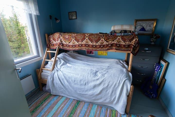 Minste soverom. Familie køyeseng. 120 cm seng nede