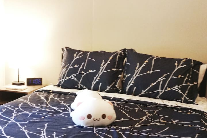 """Second bedroom, queen Zinus 12"""" memory foam mattress, blackout shades, large closet with dresser,  comfortable bedding, luggage rack, alarm clock with USB port in the back, and plush huggable kitty to put a little smile on your face :)"""