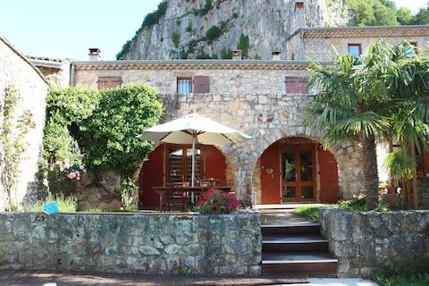 La Grange de Soyons,  Gîte Ardéchois avec piscine.