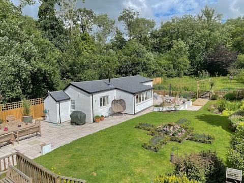 Bluebell Cottage Set In Idyllic Devon Countryside
