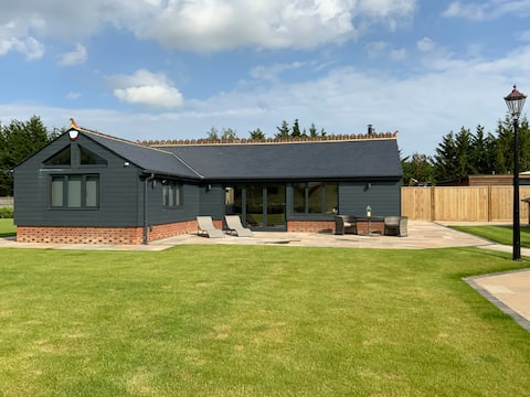 Stunning 1 bed lodge with far reaching views