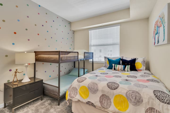 Bedroom with Queen size bed and a Twin bunk bed!  #Disney #StoreyLake #Apartment #Vacation #Rental #Kissimmee