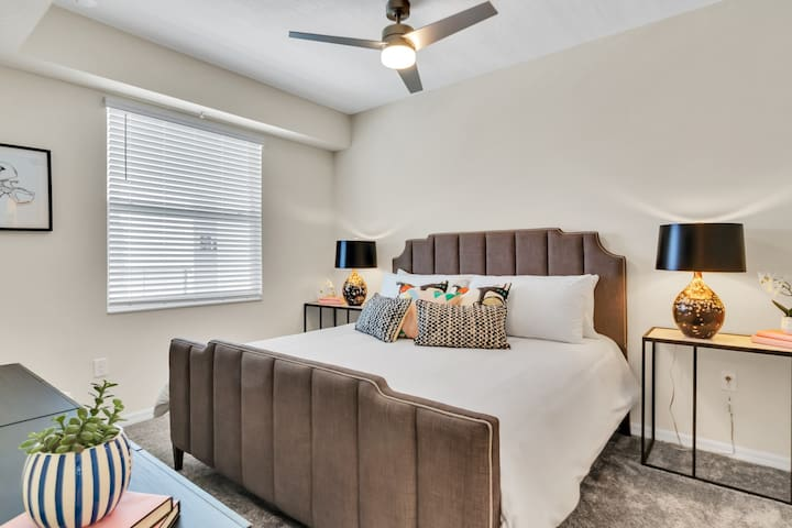 Master bedroom suite with King size bed!  #Disney #StoreyLake #Apartment #Vacation #Rental #Kissimmee