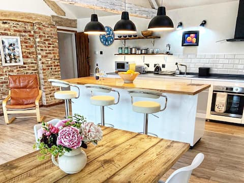 Luxury apartment in converted barn with parking