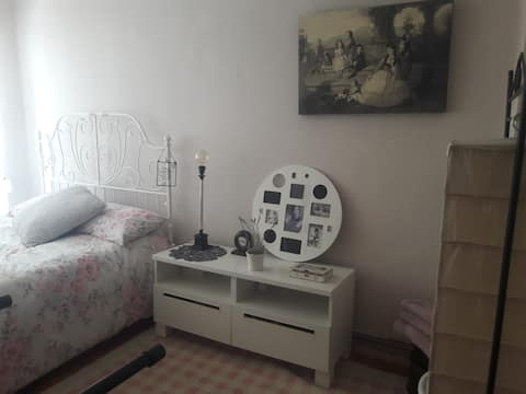Doppelzimmer in UNSCHLAGBARER Lage. Puertochico