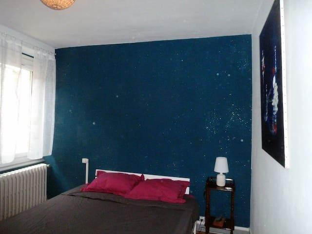 Chambre double- - 2eme étage. Lit Queen size- 160x200