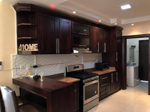LARGE DELUXE Comfortable Apt 3Bed 2.5bath*