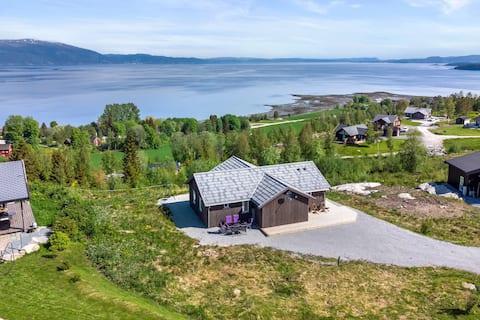 Inderøy; Hytte med fantastisk fjordutsikt