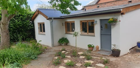 Little Kiddicott, cosy one bedroom country cottage