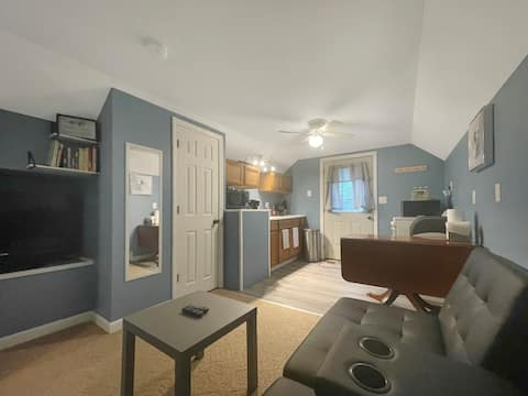 Adorable 1 bedroom within walking distance to lake