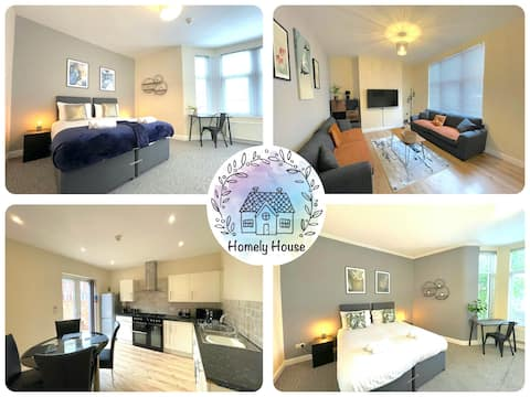 Huge Bedrooms, four Bathrooms! It's Madeley House!