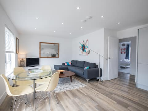 New Cool & Spacious 2 Bed 2 Bath APT in Windsor