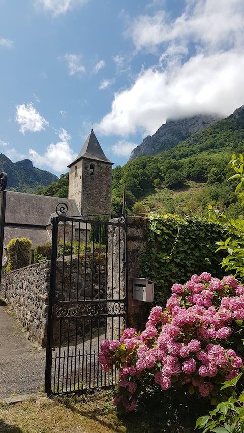 Demeure du XVIIème au centre du village médiéval