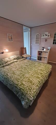 Schlafzimmer mit Doppelbett 160x200 mit super bequemen Matratzen...