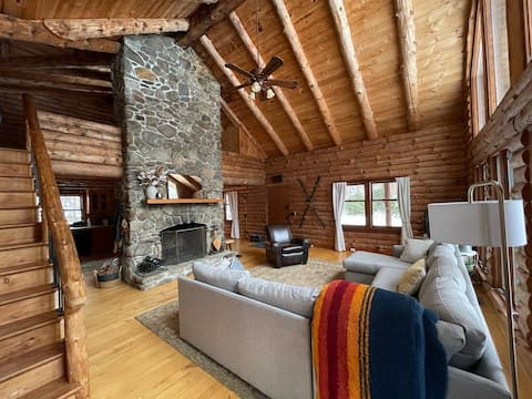 Lakefront log home with views of Monadnock