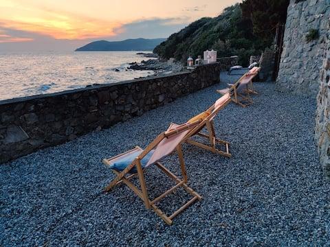 Onafhankelijke villa met privédaling naar de zee