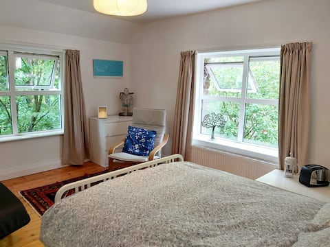 Airy double ensuite in heart of West Cork