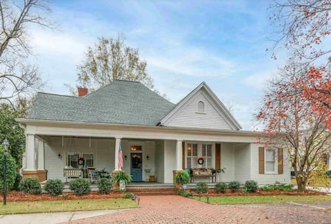 Iconic 3 Bedroom Home, right by town square