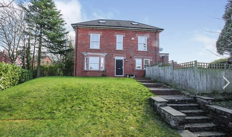 Coniston, 4 Bedroom with Private Garden