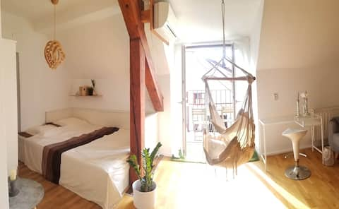 *NEW* OLD TOWN charming apartment with balcony