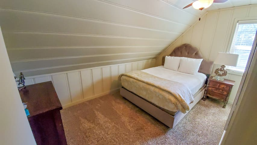 3rd bedroom, Queen.  All bedding is luxury. Dresser, closet, side table with lamp, ceiling fan with above light.