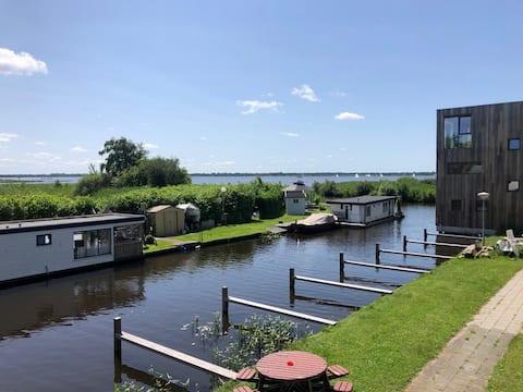 Boothuis direct aan het Zuidlaardermeer