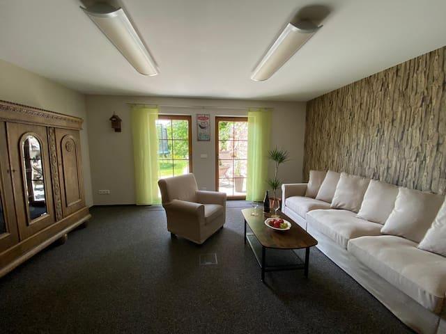Wohnzimmer mit Schlafcoach 1,40 x 2,00 m