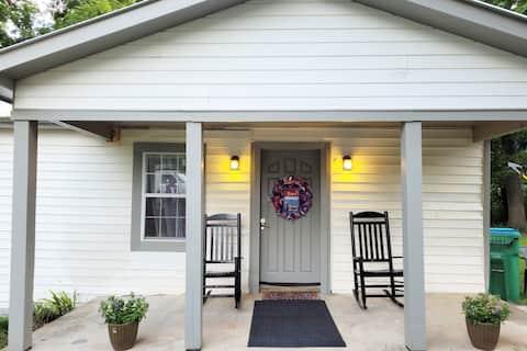 Augusta's Cozy Cottage