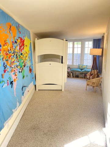 Kids room photo 2, twin bunk beds with pull out trundle bed