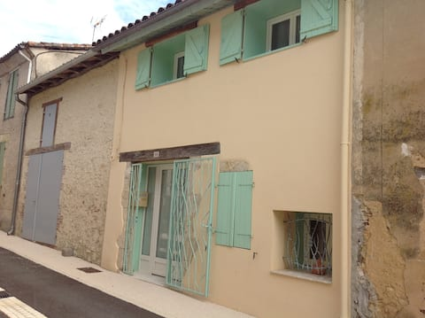 Beautiful 2 bedroom house in charming village