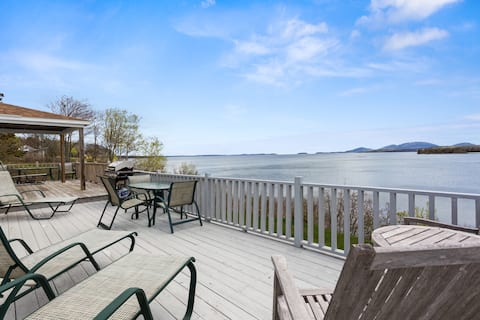 Waterfront cottage with views of Acadia