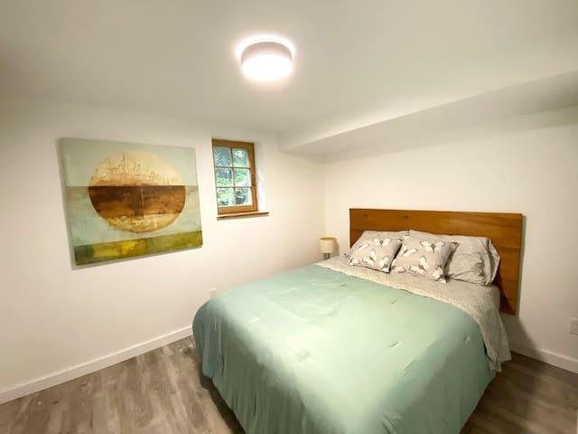 Bedroom 1 queen bed.