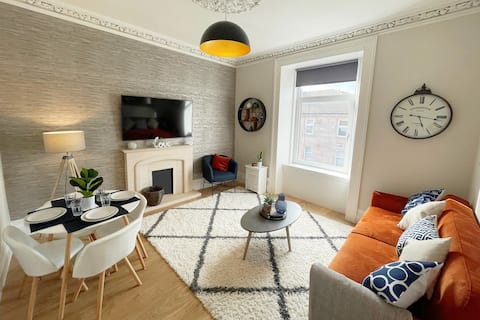 The Portside Apartment - Contemporary & Luxurious