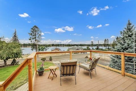 Spacious Retreat for your Northwest Lake Getaway!