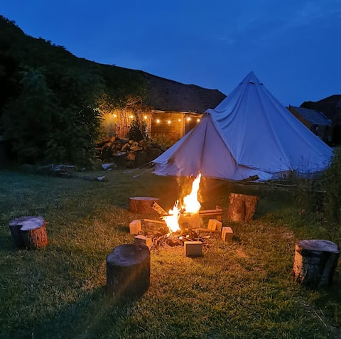 XL 6 Metre Glamping Bell Tent, Fire Pit, BBQ,
