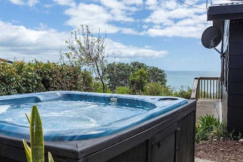 Coastal home in Cable Bay with Hot Tub