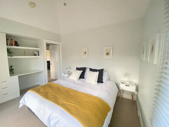 King or Twin Bedroom with balcony