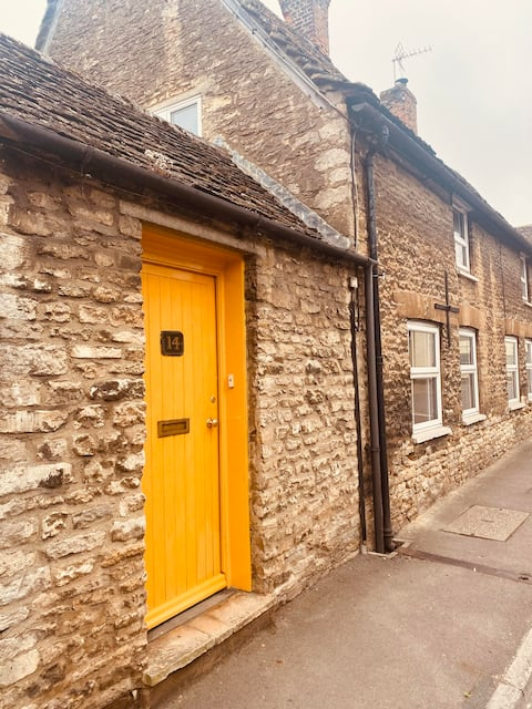 Cotswold cottage near River Thames in Lechlade