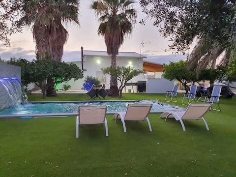 Tres palmeras , Casa de ensueño en zona de huerta.