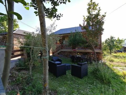 Casa de Montaña, con chimenea, jardín y barbacoa.