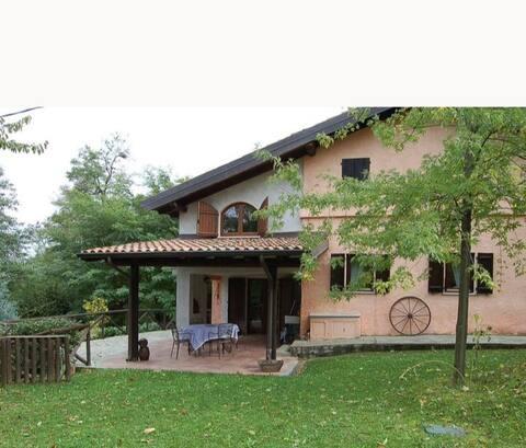 Casa intera tra le colline e le vigne del Dolcetto