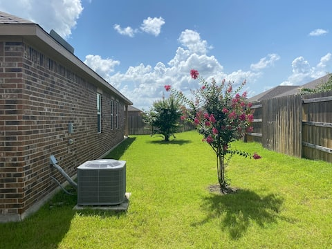 !! New modern private home quiet location !!