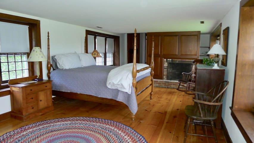 Large second floor master bedroom