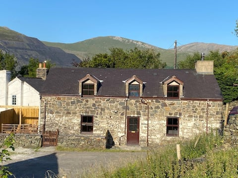 Traditional Welsh cottage in Llanberis
