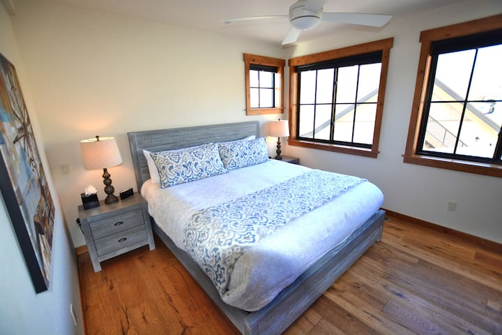 Upstairs guest suite - 'Syrah' with king bed and views facing south and west