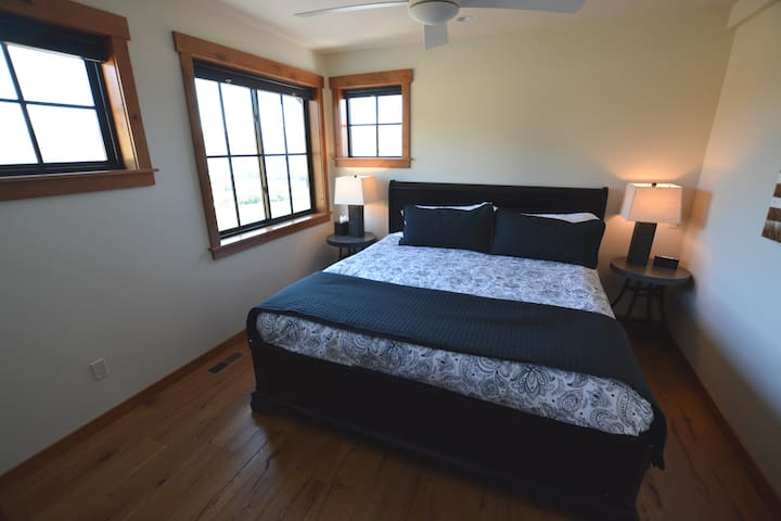 Upstairs guest suite - 'Merlot' with king bed and views facing south and east