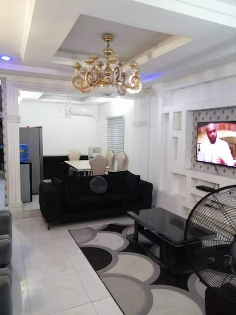 Spacious House with 3 beds-2 Bedroom &2.5 Bathroom
