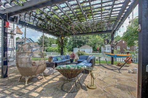 Boho Guesthouse + Entertainers Backyard