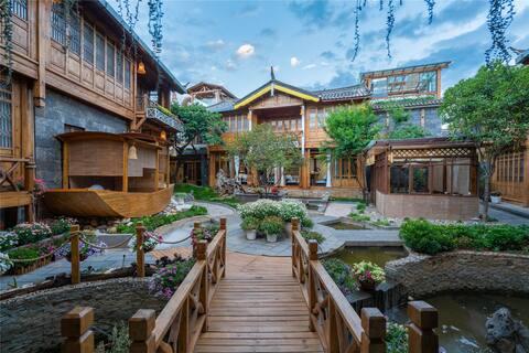 【束河古镇】-2居可住4人+高端私人度假庭院+免费停车;入住享订制下午茶+24小时管家式服务